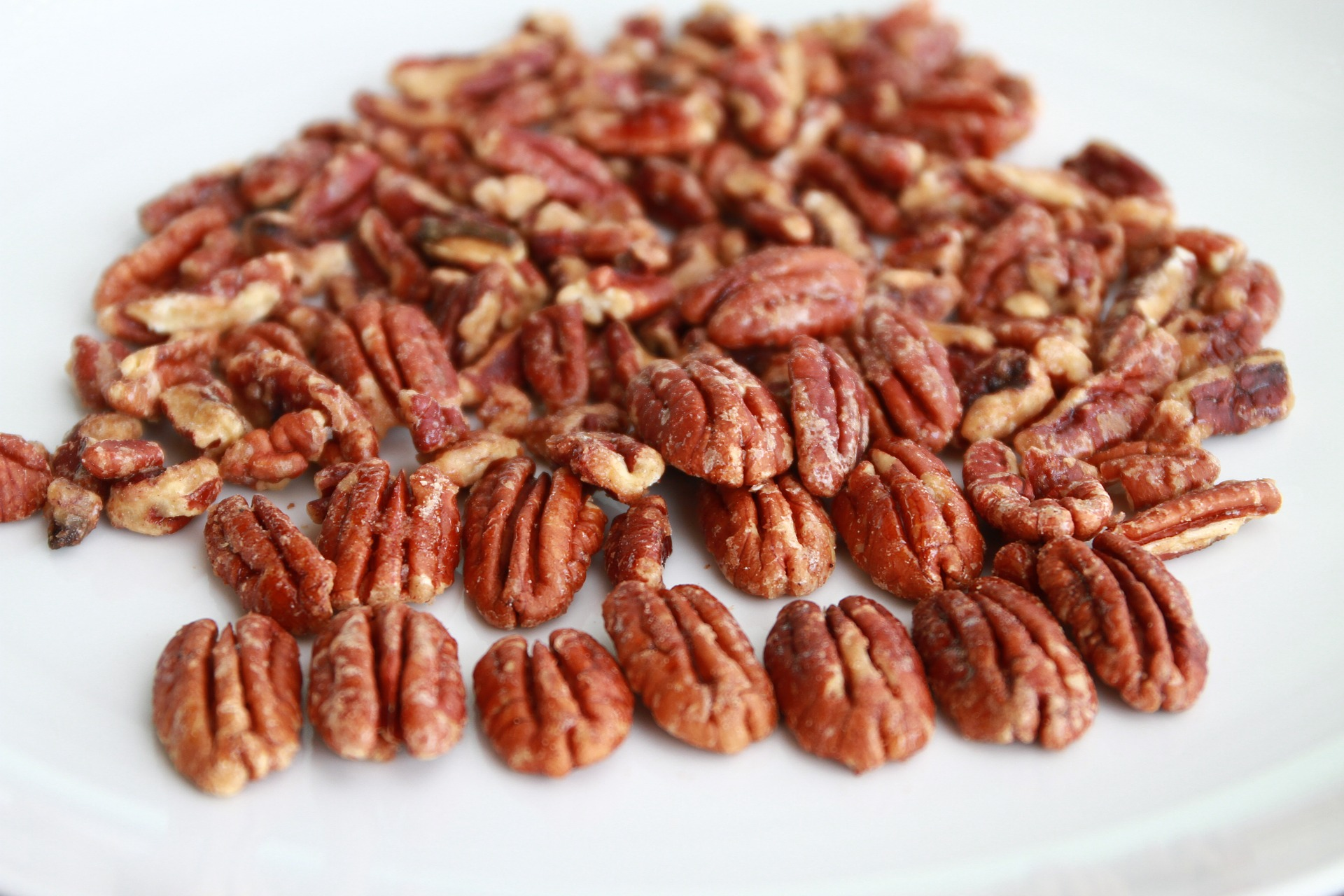 These candied pecans are a great way to begin your holiday gifting. They come together fast and simply too - with no refined sugars!