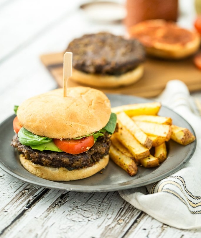 Trying to find a meatless burger that mimics the juiciness of the original isn't easy, though slathering it with fixings definitely helps. Photo: keepinitkind.com