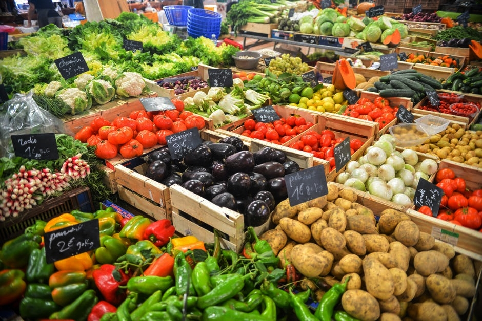 A diet rich in fresh fruits, vegetables, grains, legumes, nuts, and seeds has the smallest impact on the environment.