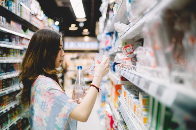 stock-photo-food-shopping-lifestyle-woman-urban-market-grocery-supermarket-errands-7550b0fb-5532-4d62-aa36-153cb84b71f6.jpg