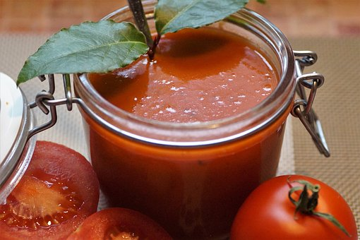 Roasted tomato soup is a simple, yet hearty soup that taste great on a cool evening. Photo source:  Pixabay .