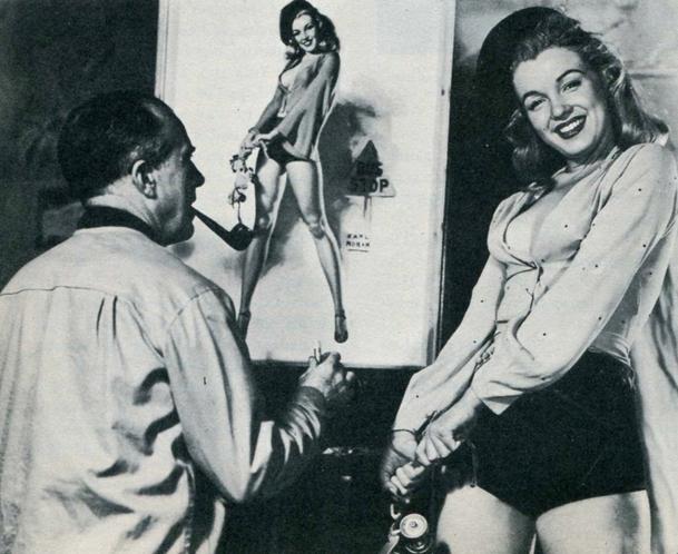 Marilyn posing for Earl Moran pin-up