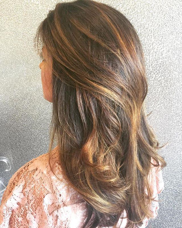 Perfectly placed Fall Caramel kissed Balayage! 🍂🍁😍by Senior Stylist Erin. #caramel #sunkissed #balayage #perfectfallchange #goldwell #silklift #luxurysalon #parklandhair #haircare #southflorida #southflordiasalon #sunkissed #lovewhatwedo #newhairwhodis
