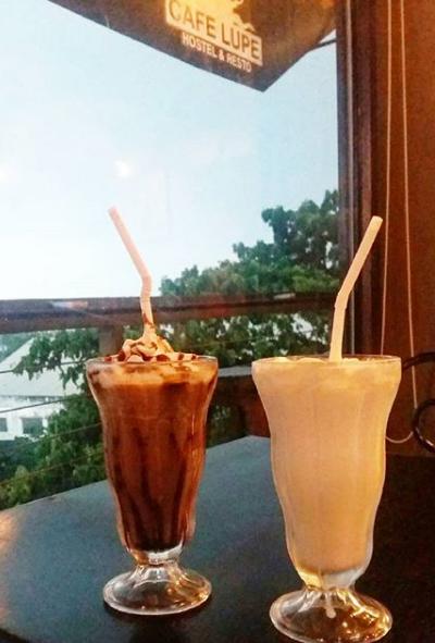 chocolate-milkshake-vanillamilkshake.png