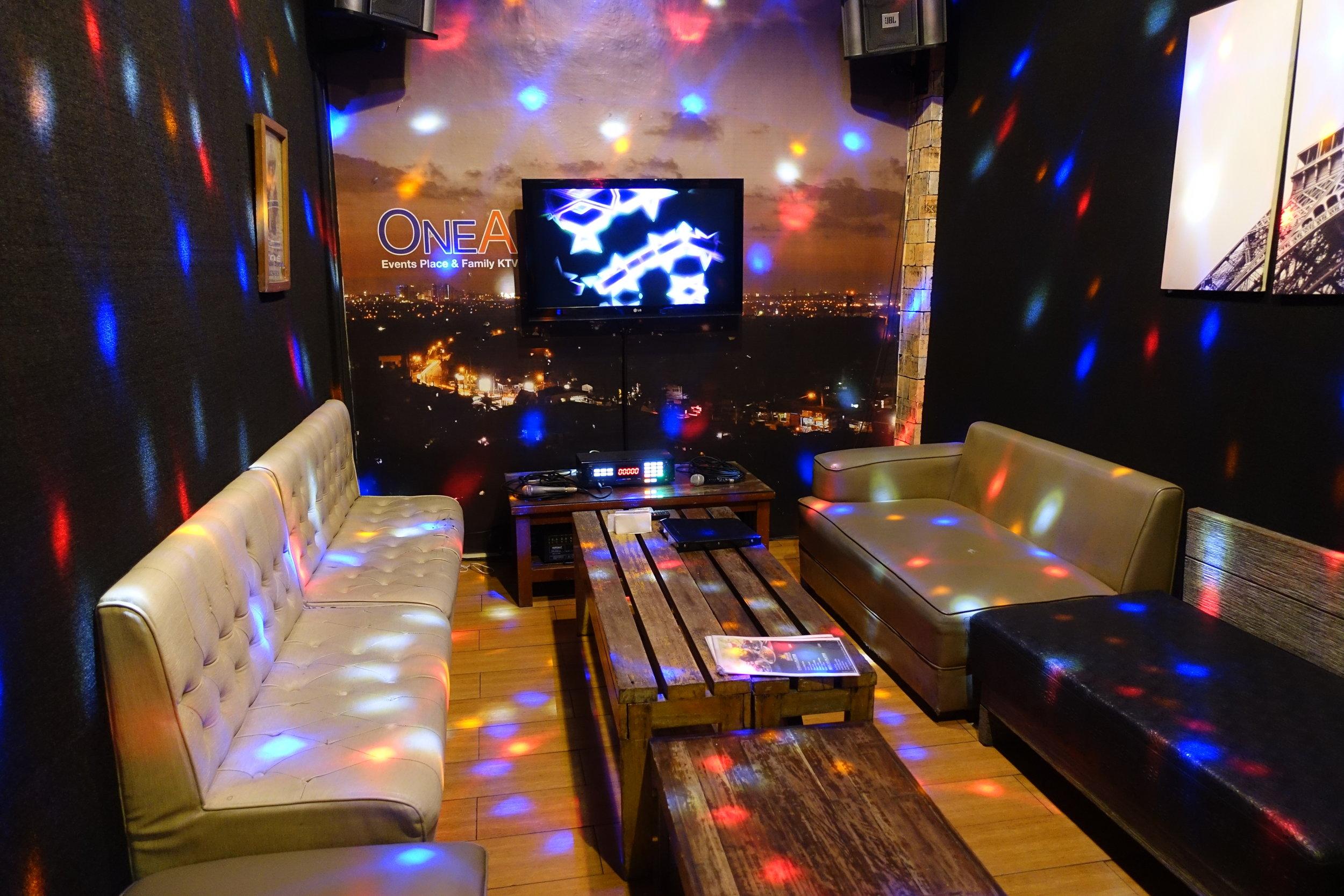 cafe-lupe-karaoke-2.JPG
