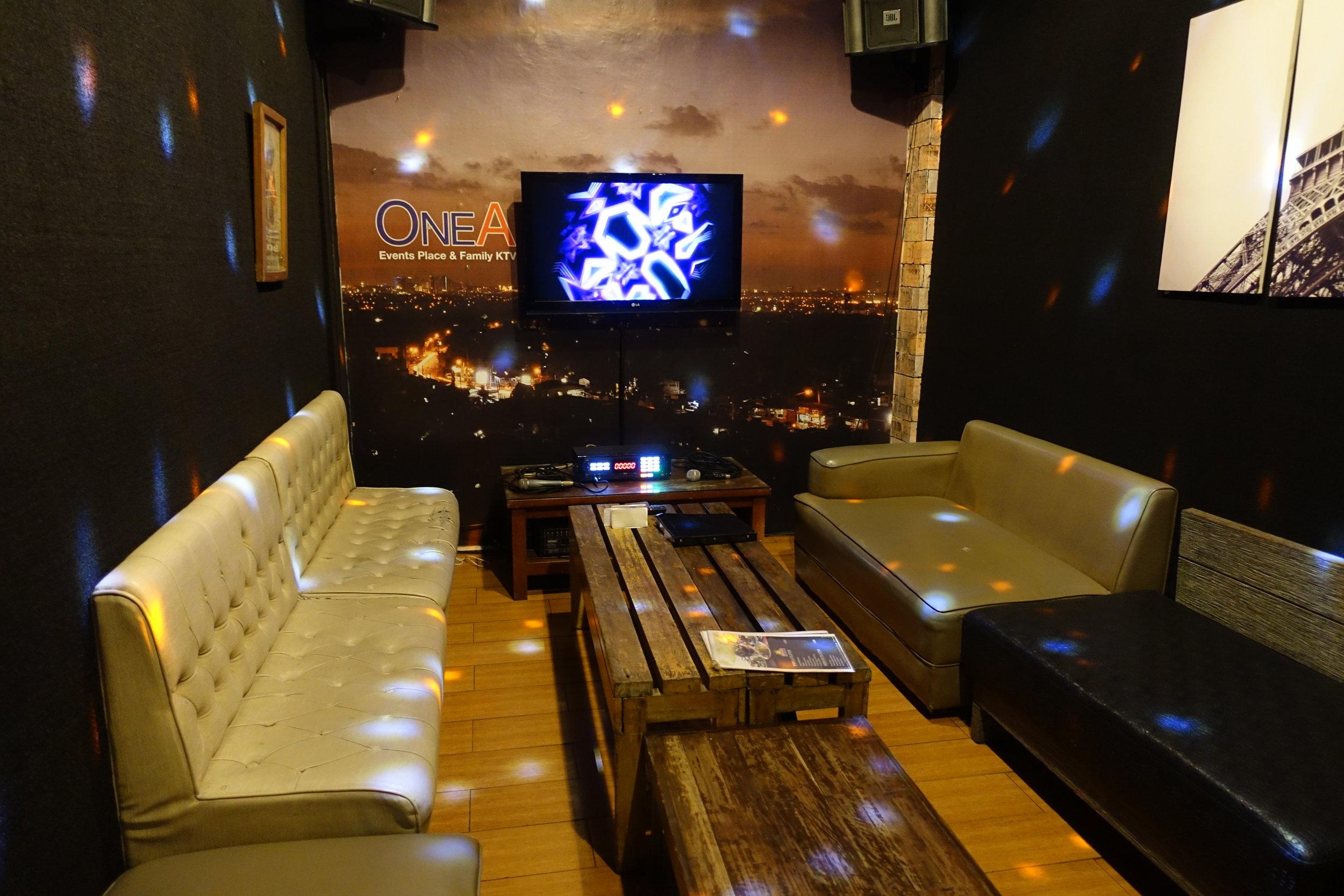 cafe-lupe-karaoke-1.JPG