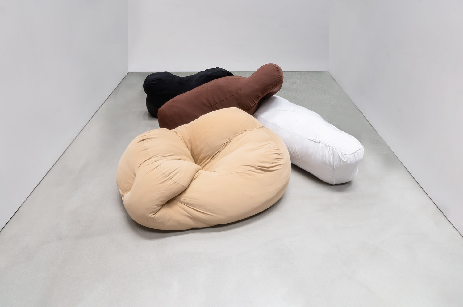 ORGY PILLOWS BODY PARTS IN MIXED SKIN COLORS