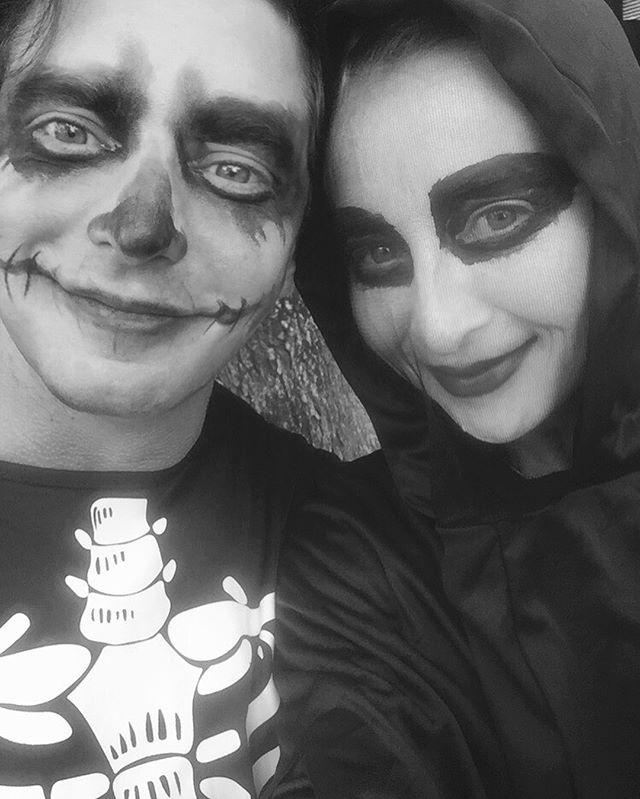 I lied to my wife and told her all the parents will be dressed up. I will just paint you with the kids face paint. NOT TRUE. 👻#halloween #family #asherkeddie #vincentfantauzzo @asherkeddieofficial #familyfun