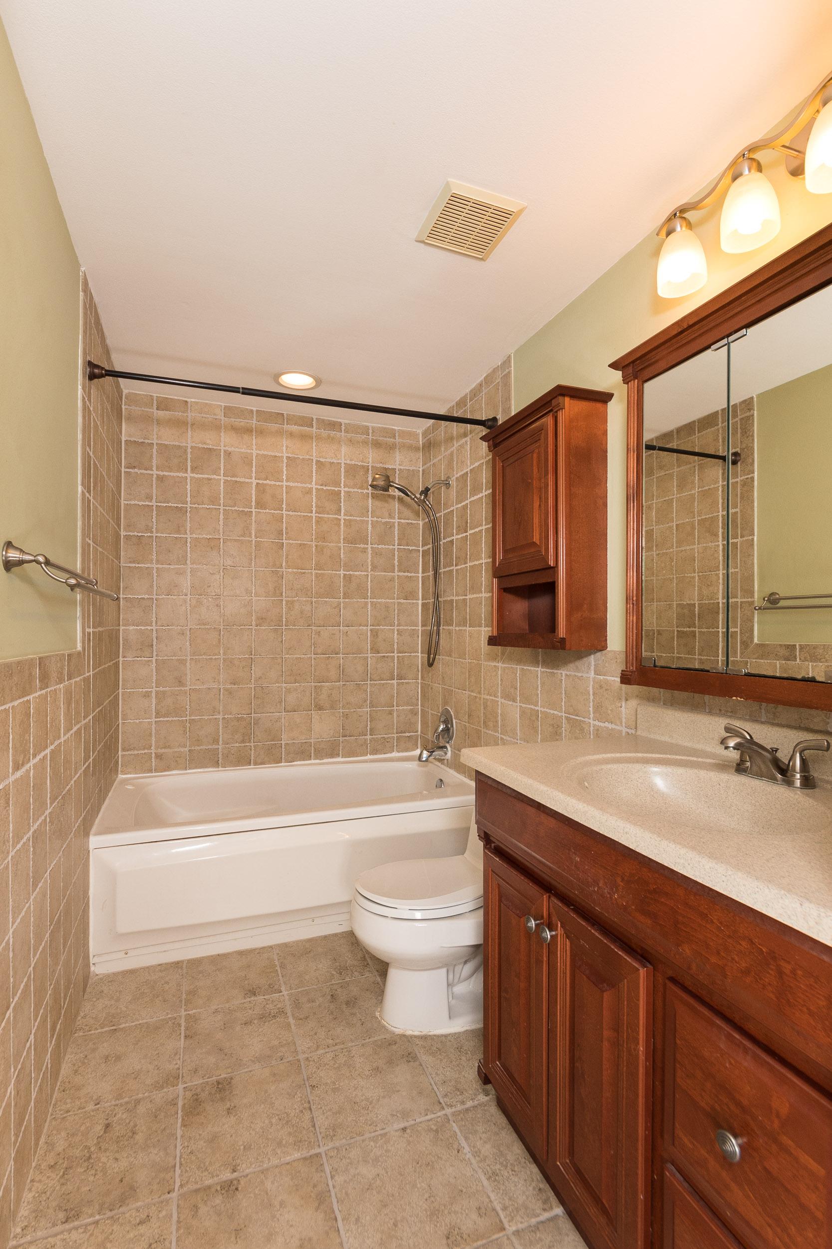 7921 Albritton bathroom