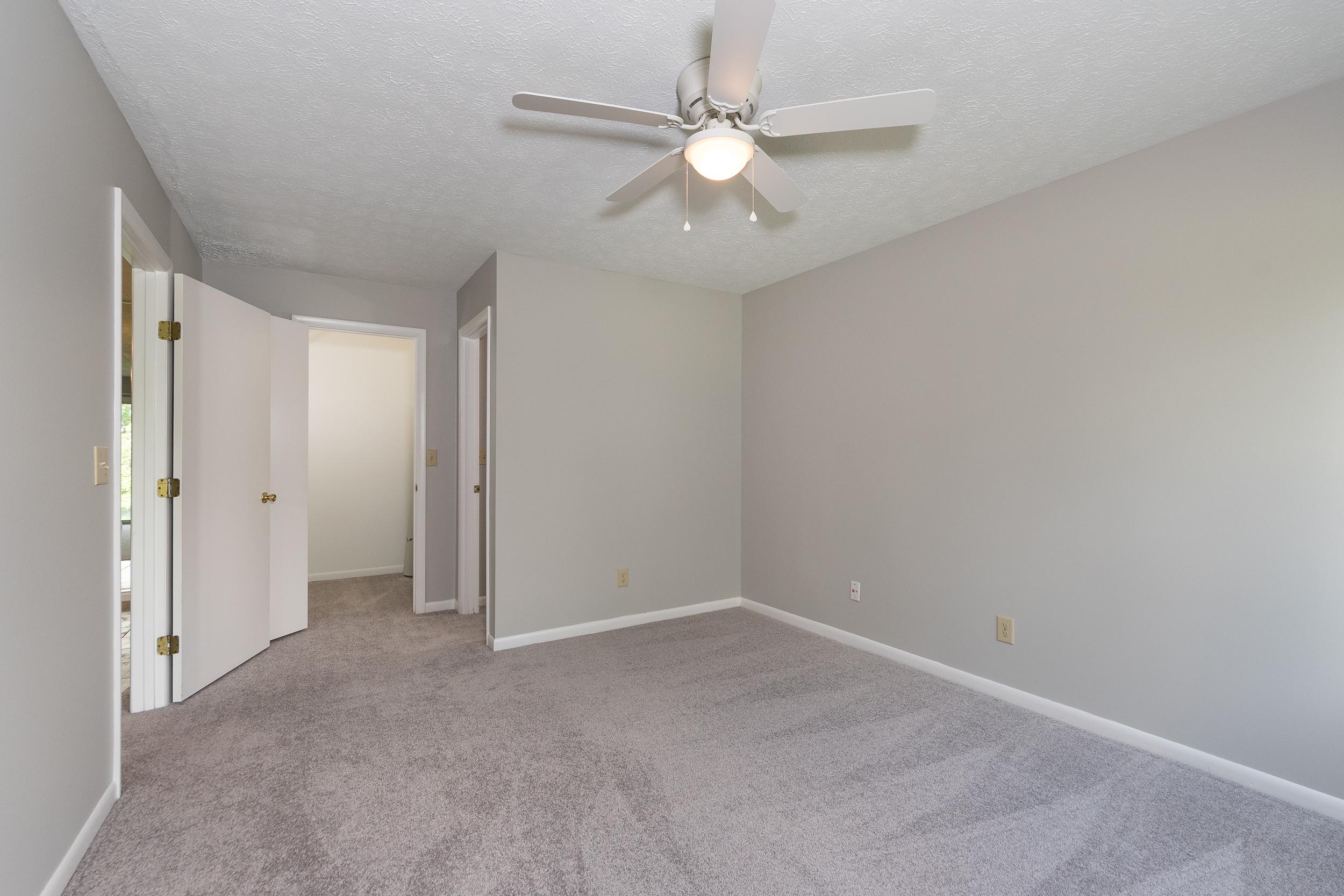 8846 Eagleview Interior (8).jpg