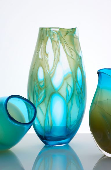 Moody, soft ethereal colours are reminiscent of dip dyed fabrics. Michele'sfree tonal movement incites moods and memories. - http://www.micheleoberdieck-glass.com/