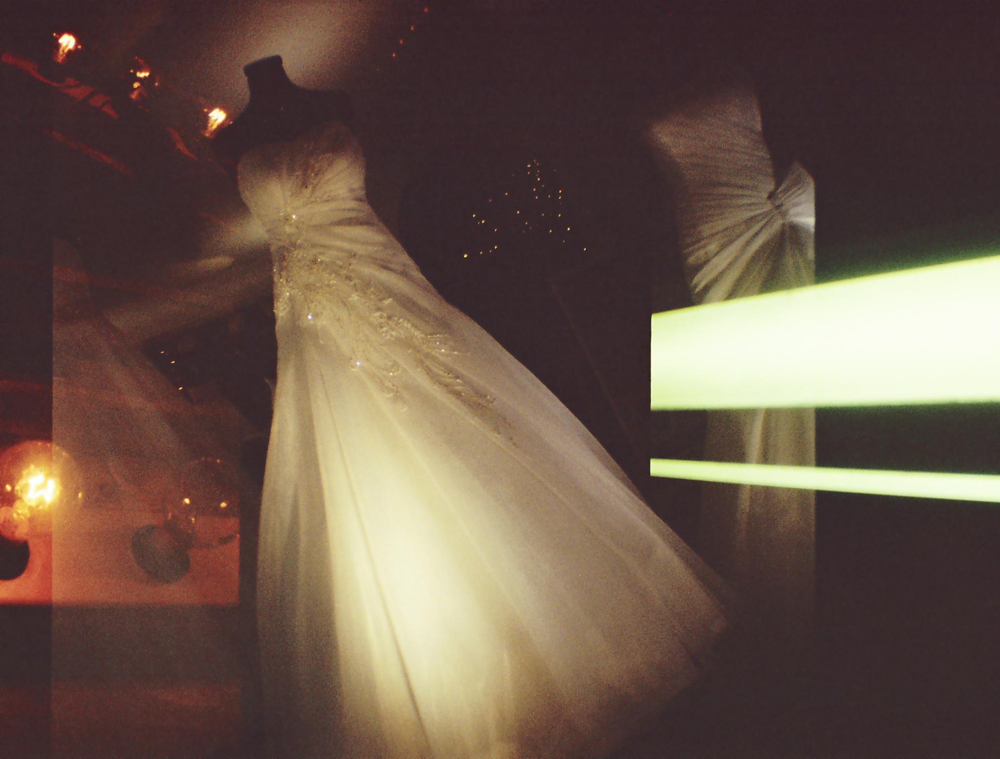 Lomo_Hochzeitskleid.jpg