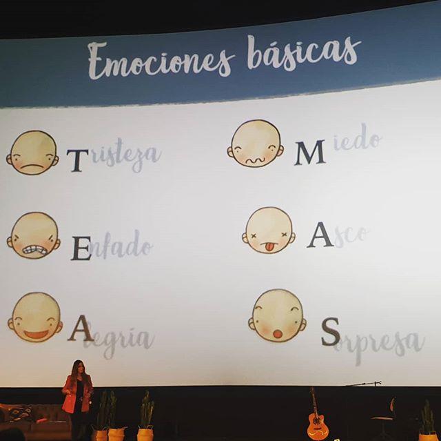 Nekane González nos acarició el corazón y nos dio los pasos para crear nuestro botiquín emocional.  Por que las emociones no son ni buenas ni malas, son nuestras, y estas emociones, las básicas forman un acrónimo maravilloso :  T risteza  E nfado  A legría  M iedo A sco S orpresa  #bloggeverunplugged #bloggeverdecine #intuAsturias  #intupositiveplan #desconexionparaconectar #bloggever #experienciaenvalores