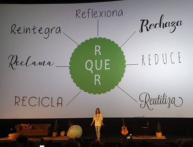"""Raquel Baragaño, un torbellino de energía, no recomendó leer, informarnos y acudir a fuentes fiables para ser sostenibles.  Una regla: las 7 """"r""""  Y como ella, también pensamos sobre las personas que nos siguen en Instagram: """"... son mi impacto positivo..."""" #bloggeverunplugged #bloggeverdecine #intuAsturias  #intupositiveplan #desconexionparaconectar #bloggever #experienciaenvalores"""