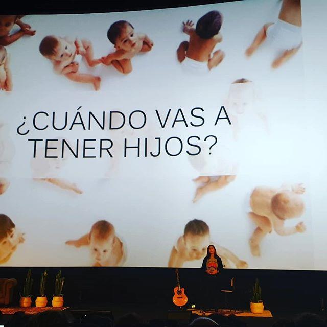 """Ayer pudimos escuchar a María Fernández-Miranda que siempre quiso ser escritora y nos habló de su libro """"No madres"""" donde cuenta a través de entrevistas a mujeres de éxito que no han tenido hijos sus propias experiencias.  Nos lanzó un reto: """"Educar a las niñas para que sueñen lo que ellas quieren ser si van a ser madres estará bien y sino también""""  Y también que dejemos de preguntarle a las mujeres: ¿Y tu cuando vas a tener hijos?  #bloggeverunplugged #bloggeverdecine #intuAsturias  #intupositiveplan #desconexionparaconectar #bloggever #experienciaenvalores"""
