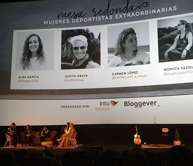 Y llegó la mesa redonda de mujeres deportistas y Asturianas, en definitiva #MujeresEstraordinarias.  Alba (@albagarciafdz ), Judith (@judithobaya ), Carmen (@carmen_surf_a_ciegas ) y Mónica (@mujerydeporte40 ), todas ellas ejemplo de superación y sacrificio a las que el deporte les impulsa.  #bloggeverunplugged #bloggeverdecine #intuAsturias  #intupositiveplan #desconexionparaconectar #bloggever #experienciaenvalores