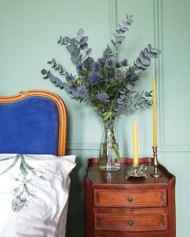 Blue thistle 💙 in front of the new bedroom. Colour Aharney Dew from paint company @acres_hall. Loving my new dipped 100% pure beeswax candles from @millbeestudio 🐝 . . . . .. . .. #georgianrenovation #greenbedroom #green #greenroom #georgianbedroom #velvetbed #bluebed #bluevelvet #kinglouisxiv #kinglouisbed #louisxivbed #antiquefurniture #antiques #frenchantiques #irishpaintcompany #beeswax #bedsidetable #frenchbedsidetable #eucalyptus