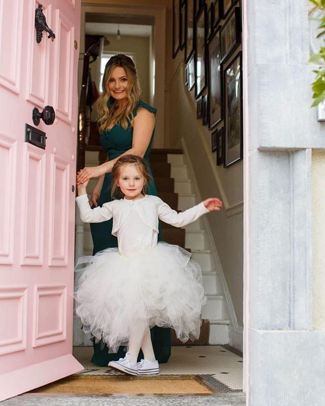 Got a sneak preview of my sisters beautiful wedding pics this eve. ☺️ @align_fitness @jeffharveyie @buuhuuhair . . . . . . . . . . @farrowandball @daisyandtanya .#fabfrontdoors #farrowandball #irishwedding #tutu #georgianhome #georgiandoor #pinkdoor #nancysblushes #nancysblushesfarrowandball #georgianrestoration #frontdoor #weddinginspiration #irishhomes #georgianrenovation