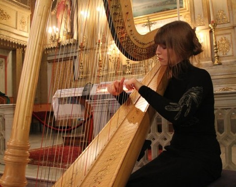 MALI LLYWELYN - Mali is a Cardiff born harpist and pianist now based in London. She studied both instruments at the Royal Academy of Music on a full scholarship and was also her year's ABRSM Scholar. Available for weddings and functions.