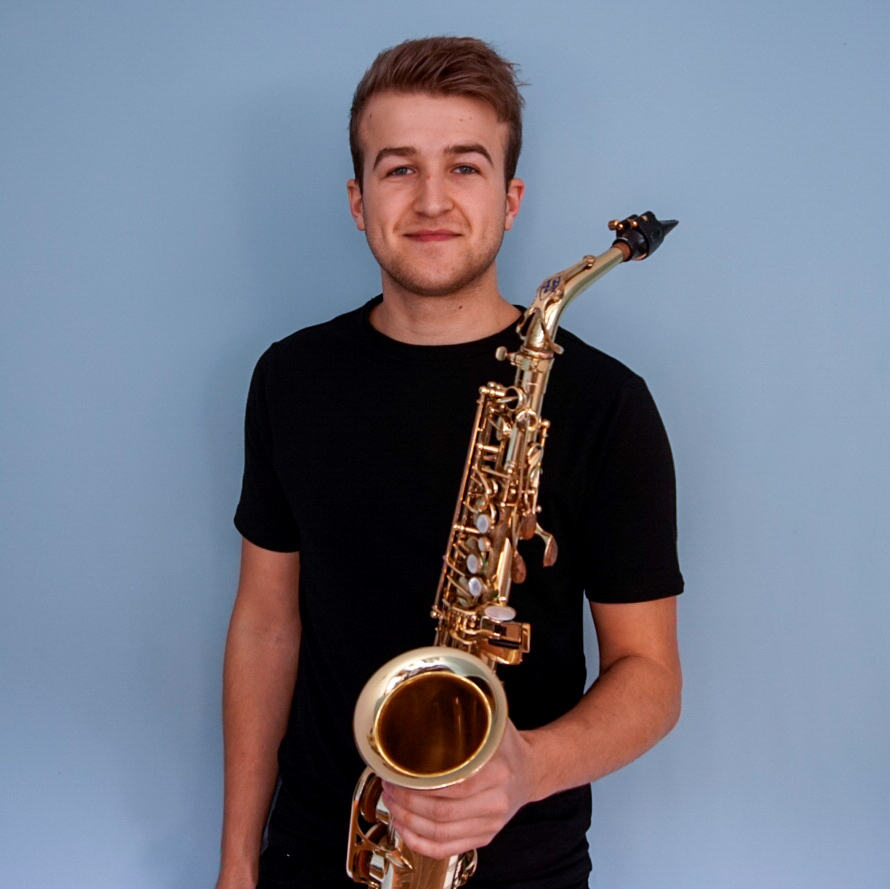 Ben Jay Lester - Since graduating from the Royal Welsh College of Music and Drama, classically trained Ben has been been gigging around the country for various events from playing alongside Dj's to wedding celebrations. With a passion for all genres of music, house, funk/jazz swing/soul.