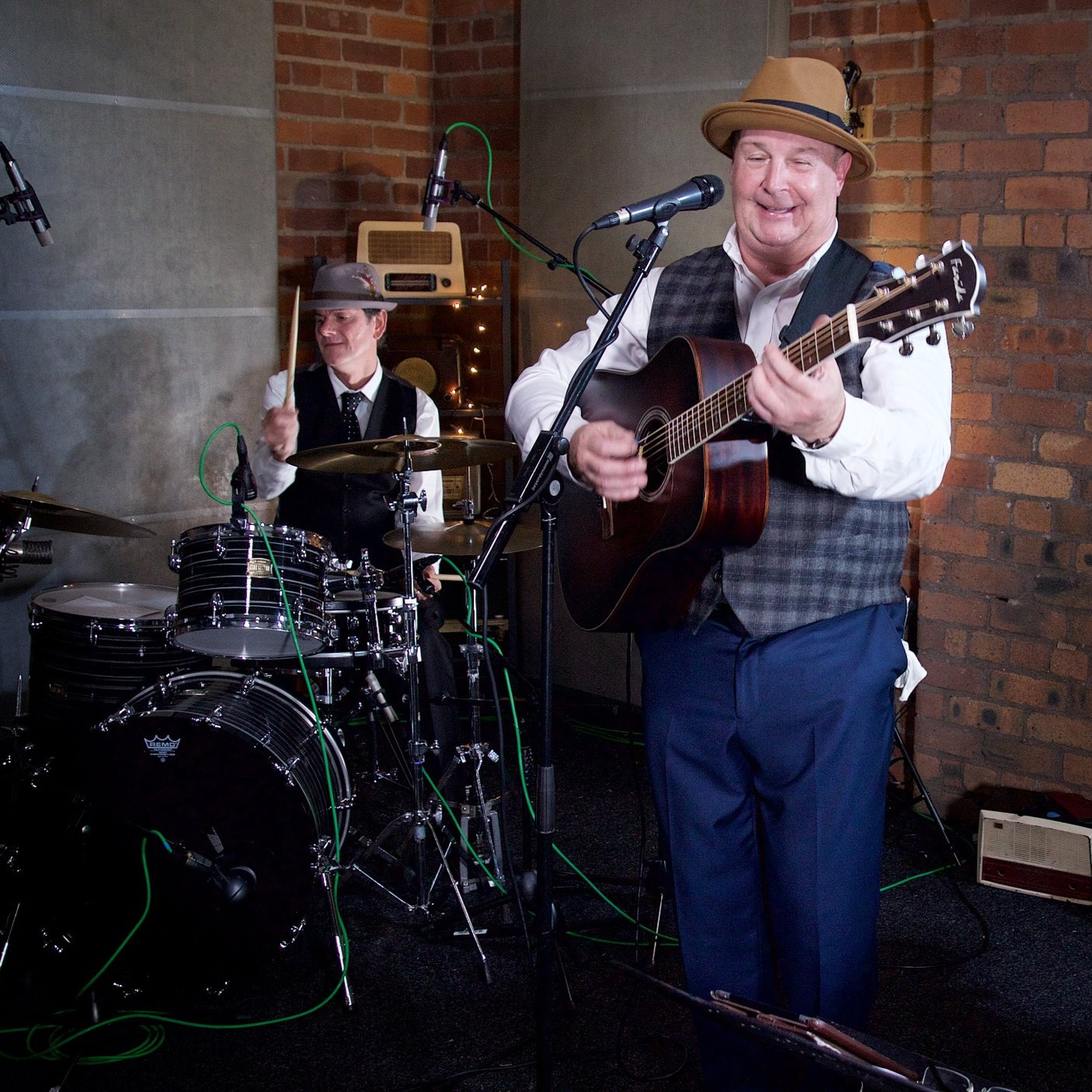 ALEX DARLEY JR TRIO - A sophisticated rhythm section complimented by unique swing style guitar and Smooth Modern vintage vocals. They perform a mix of lively upbeat swing arrangements of modern popular tunes and jazz swing standards.