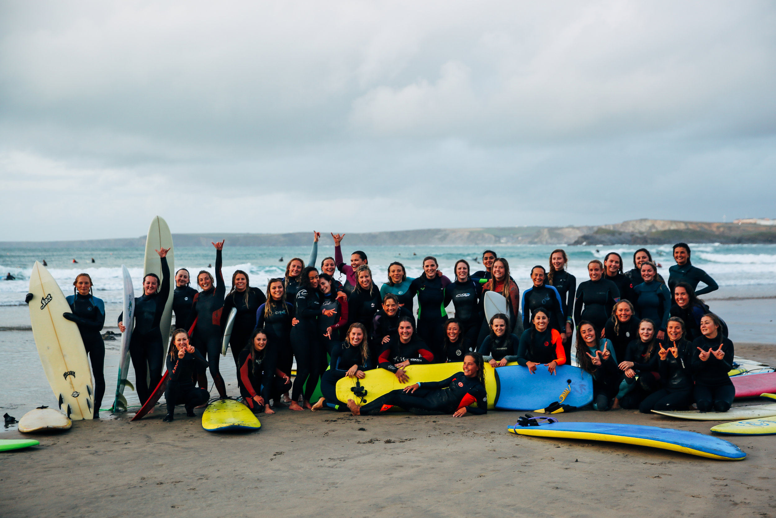 women-waves-surf-club-newquay