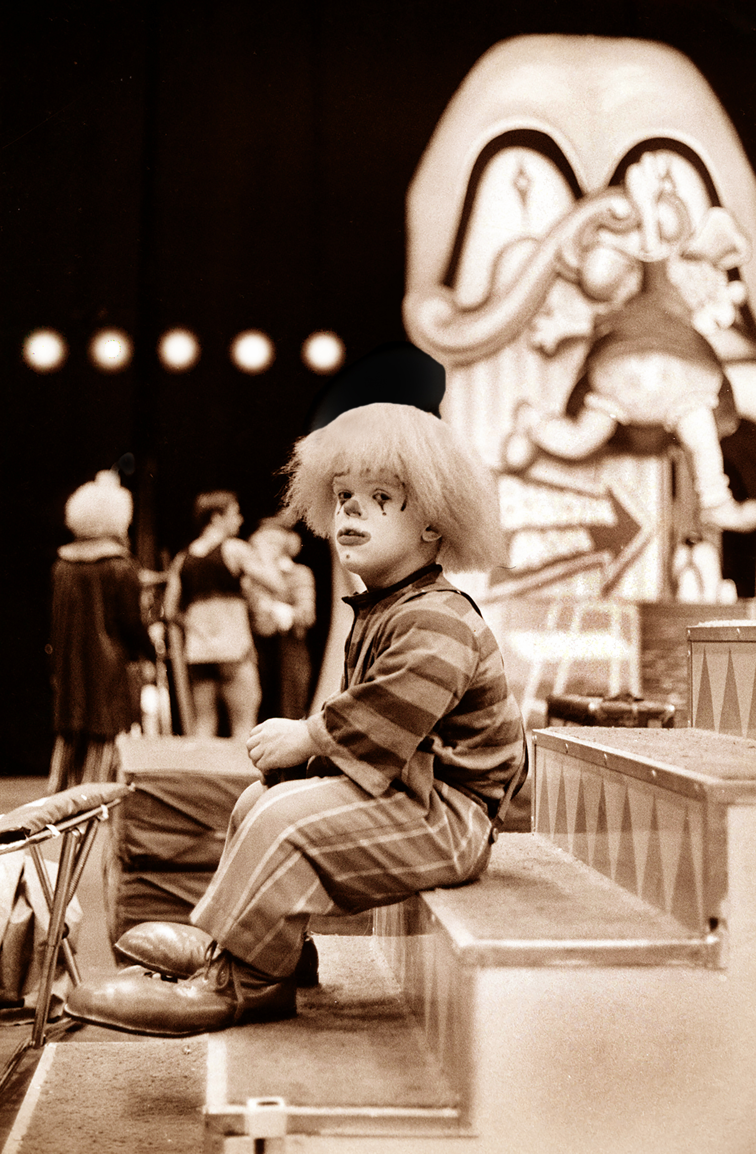 LITTLE PERSON CLOWN, RINGLING