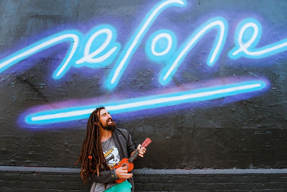 A musical street performer in London. Photo Credit: Toa Heftiba