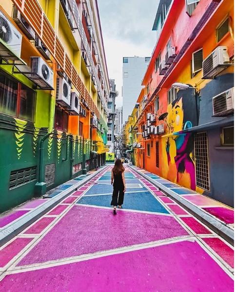 Jalan Alor. Image credits   @khairulazmad   &   @purplecottonsky