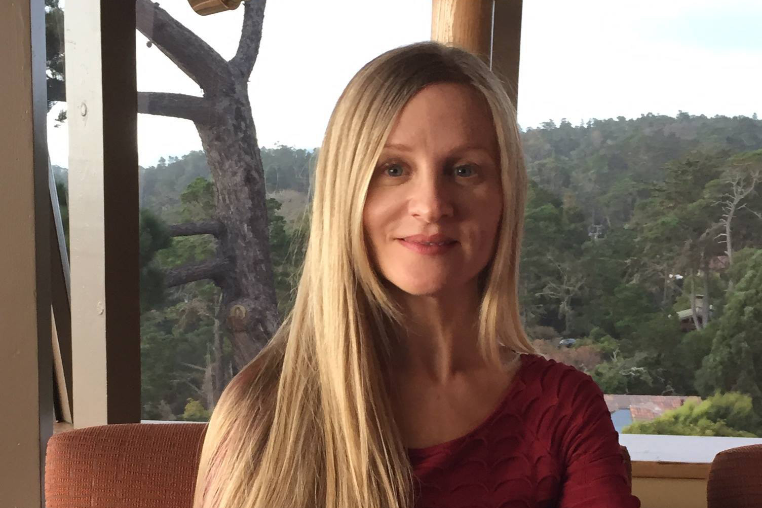 Yelena Hindman - Yelena Hindman is a gifted yoga instructor and natural healing enthusiast. She has traveled the world teaching and perfecting her yoga practice. She has also created a series of herbal detox programs which you can learn about and try at the Healing Vibes Retreat.