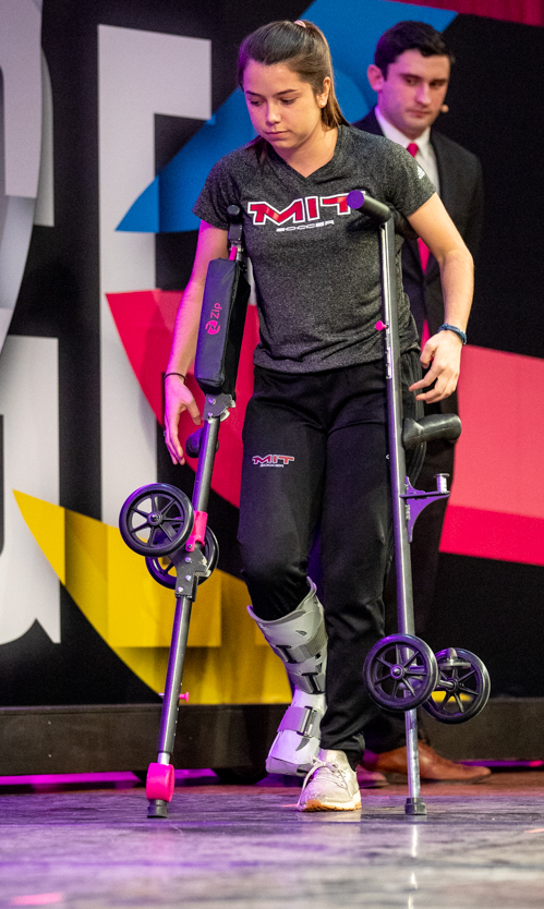 Transforming crutches - knee scooter