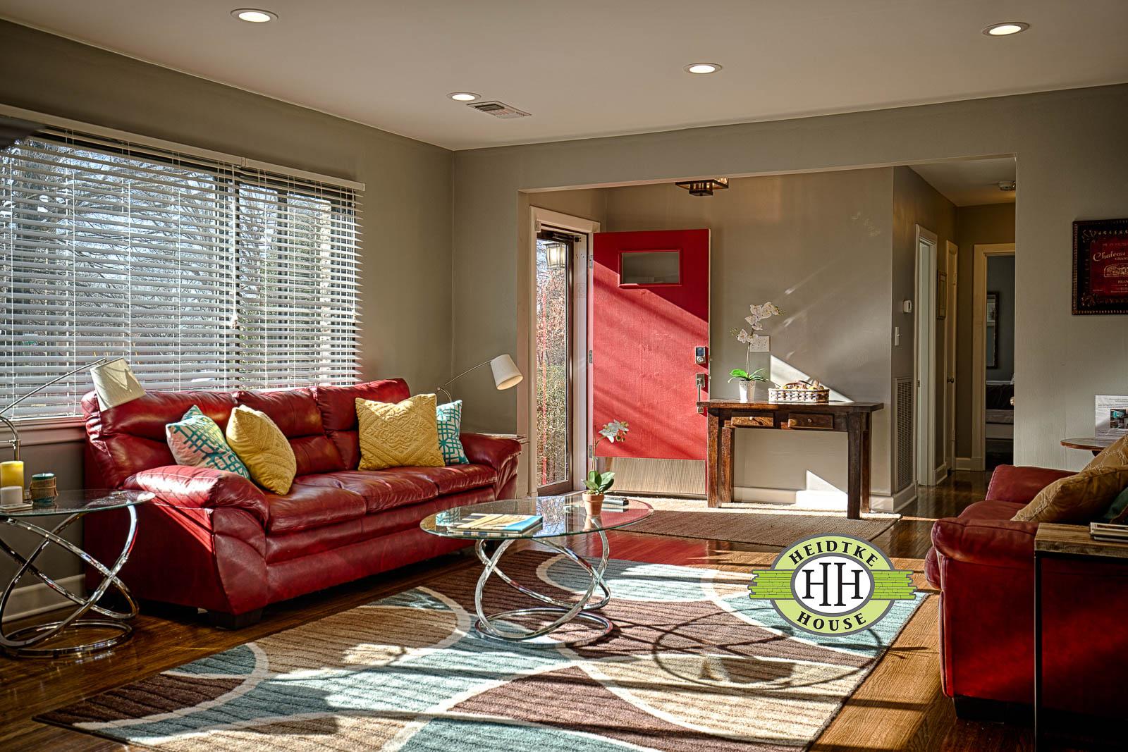 LivingroomDoorOpen.jpg