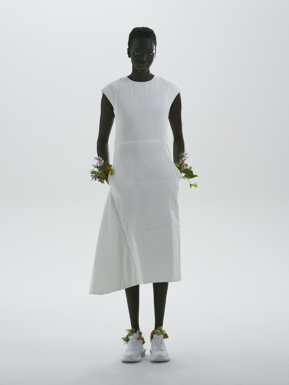 Dress: Jil Sander / Shoes: Valentino