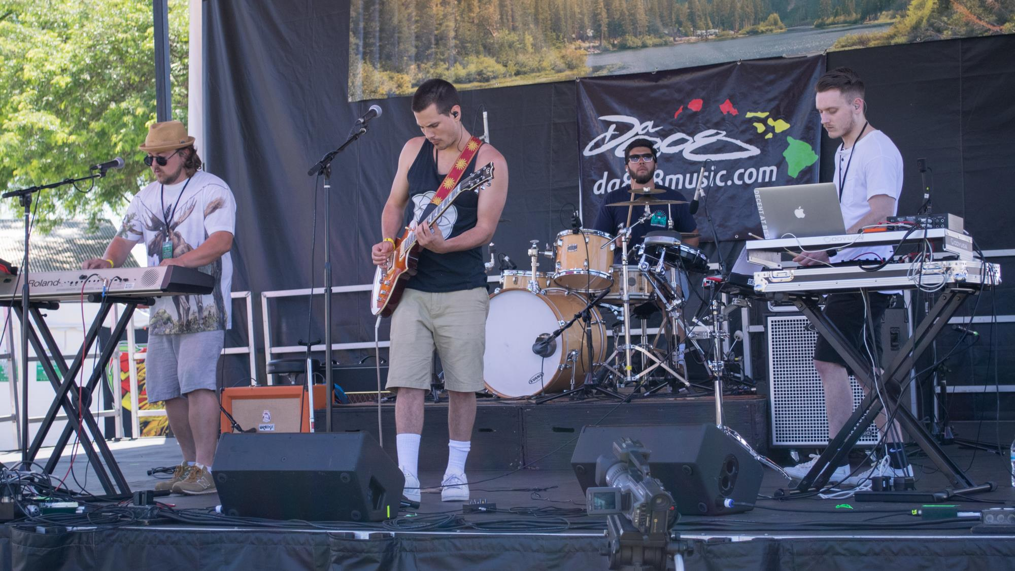 NORTHWEST ROOTS FESTIVAL 2017 - CLICK TO VIEW GALLERY