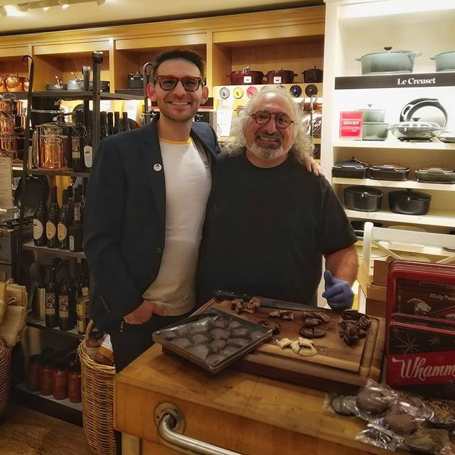 Come to the #unionsquare @williamssonoma in #sanfrancisco and meet the Chocolatiers! @gdebbaschocolate @cocoacrate