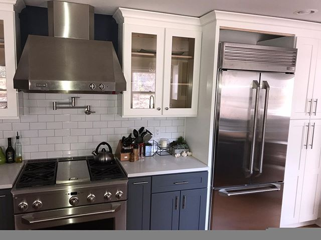📍 Loudonville Kitchen Remodel ⠀⠀⠀⠀⠀⠀⠀⠀⠀⠀⠀⠀⠀⠀⠀⠀⠀ 📸  This is a beautiful kitchen featuring cabinets from the JSI cabinets line. A beautiful combination of JSI Essex white shaker wall cabinets  and Jsi Essex Castle (dark grey) bases. ⠀⠀⠀⠀⠀⠀⠀⠀⠀⠀⠀⠀⠀⠀⠀⠀⠀⠀⠀⠀⠀⠀⠀⠀⠀⠀⠀⠀⠀⠀⠀⠀⠀ ⠀⠀⠀⠀⠀⠀⠀⠀⠀⠀⠀⠀⠀⠀⠀⠀⠀ 👉🏻Call us today for your free design consultation! Let's make your dream a reality! ⠀⠀⠀⠀⠀⠀⠀⠀⠀⠀⠀⠀⠀⠀⠀⠀⠀⠀ ⠀⠀⠀⠀⠀⠀⠀⠀⠀⠀⠀⠀⠀⠀⠀⠀⠀ #dreamkitchens #adksales #capitalregionny #kitchensofinstagram #kitchencabinets #loudonville #capitalregion #kitchendesign #custom #homeremodeling #homestyling #quartz #jsi