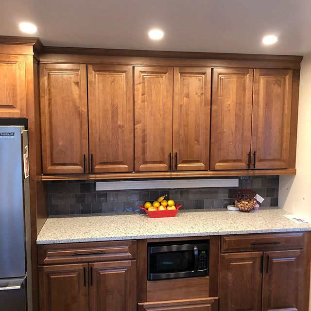 "🔵Rotterdam Remodel ⠀⠀⠀⠀⠀⠀⠀⠀⠀⠀⠀⠀⠀⠀⠀⠀⠀⠀ 📸This kitchen features the Wellborn Forest Cabinet line! Using the beautiful Madison door style with a 5 piece matching drawer front. I like this especially in the Maple with Ginger Semi-gloss ⠀⠀⠀⠀⠀⠀⠀⠀⠀⠀⠀⠀⠀⠀⠀⠀⠀⠀ 🛠Elite box construction features 3/4"" plywood box with Dovetail drawers that are full extension with BluMotion soft close drawer glides! ⠀⠀⠀⠀⠀⠀⠀⠀⠀⠀⠀⠀⠀⠀⠀⠀⠀⠀ 🌟Call us today for your dream kitchen consultation! Let us make your dreams reality! ⠀⠀⠀⠀⠀⠀⠀⠀⠀⠀⠀⠀⠀⠀⠀⠀⠀⠀ #adksales #wellbornforest #rotterdam#maple #Madisondoors #semigloss #remodel#kitchendesign #dreamkitchens #homeremodeling"