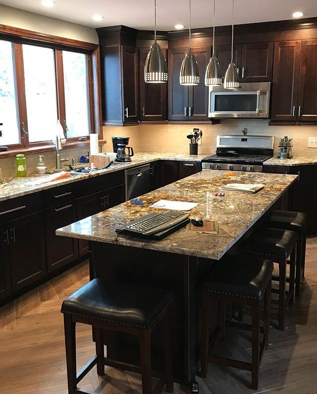 📍Guilderland, NY remodel ⠀⠀⠀⠀⠀⠀⠀⠀⠀⠀⠀⠀⠀⠀⠀⠀⠀⠀ 📸 Wellborn Forest Kitchen ⠀⠀⠀⠀⠀⠀⠀⠀⠀⠀⠀⠀⠀⠀⠀⠀⠀⠀ 💥Boston door style, maple with a beautiful sienna stain. This kitchen features built up crown molding to the ceiling, light rail under the wall cabinets. Other useful features include: •Pot and pan organizer •12 inch spice tray pull out •multiple roll out tray •Wine Cube •tiered silverware drawer ⠀⠀⠀⠀⠀⠀⠀⠀⠀⠀⠀⠀⠀⠀⠀⠀⠀⠀ This complete kitchen remodel was Designed by Khris Clemens/ ADK Sales ⠀⠀⠀⠀⠀⠀⠀⠀⠀⠀⠀⠀⠀⠀⠀⠀⠀⠀ ⠀⠀⠀⠀⠀⠀⠀⠀⠀⠀⠀⠀⠀⠀⠀⠀⠀⠀ 👉🏻Call us today for your free design consultation! Let's make your dream a reality! 🔥 ⠀⠀⠀⠀⠀⠀⠀⠀⠀⠀⠀⠀⠀⠀⠀⠀⠀⠀ ⠀⠀⠀⠀⠀⠀⠀⠀⠀⠀⠀⠀⠀⠀⠀⠀⠀⠀ #dreamkitchens #adksales #adkdesigns #capitalregionny #kitchensofinstagram #kitchencabinets #bostondoors#Guilderlandny#kitchendesign #custom #custombathroom #wellbornforest