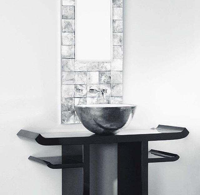 Simplicity & reflections. . . . . // #interiordesign #monochromeliving #monochromeinteriors #bathroomdesign #europeandesign #blackandwhite #reflections #simplicity #art #form #vanitydesign #fittings #volevatch #inspiration
