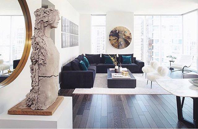 Happy Monday! One of my favorite projects by me and @tarabenetdesign. 📸: @marili.forastieri . . . . . // #newyorkinteriors #interiordesign #monochrome #livingroominterior #interiorinspiration #bold #bright #photography #art #sculpture #decor