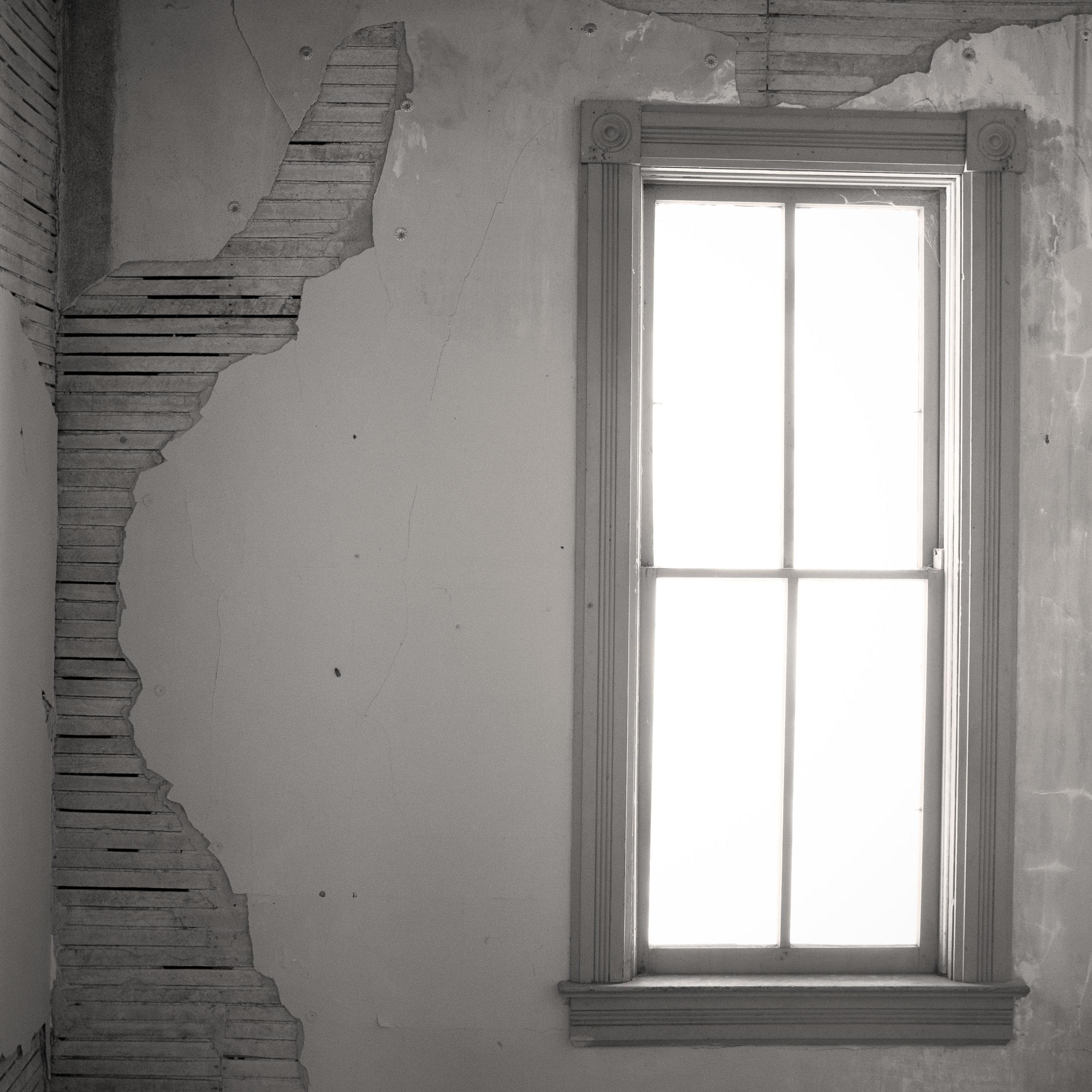 Bannack_window_01.jpg