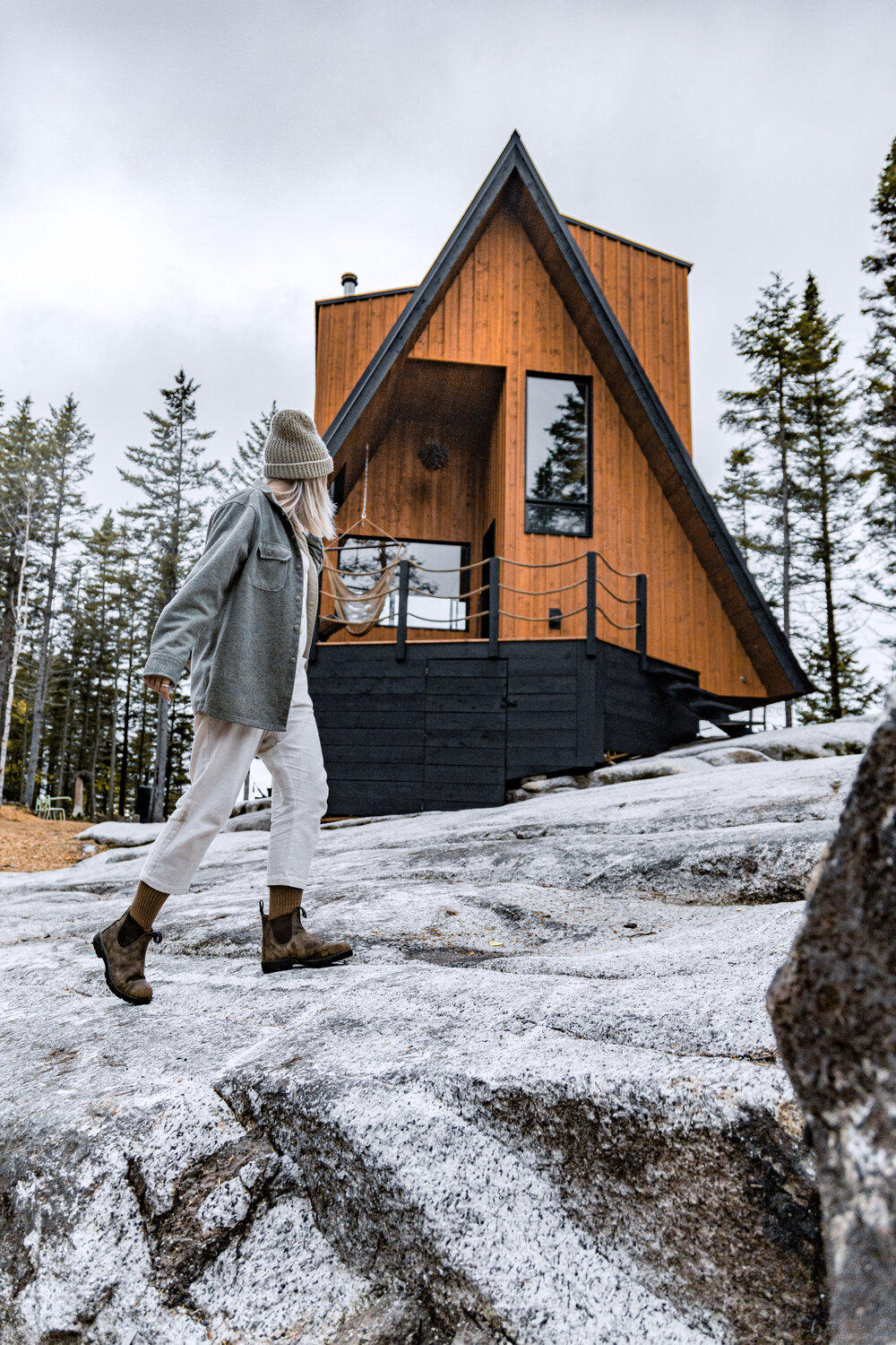 A-Frame cabin in Quebec (Charlevoix Region)with hammock and woman walking by