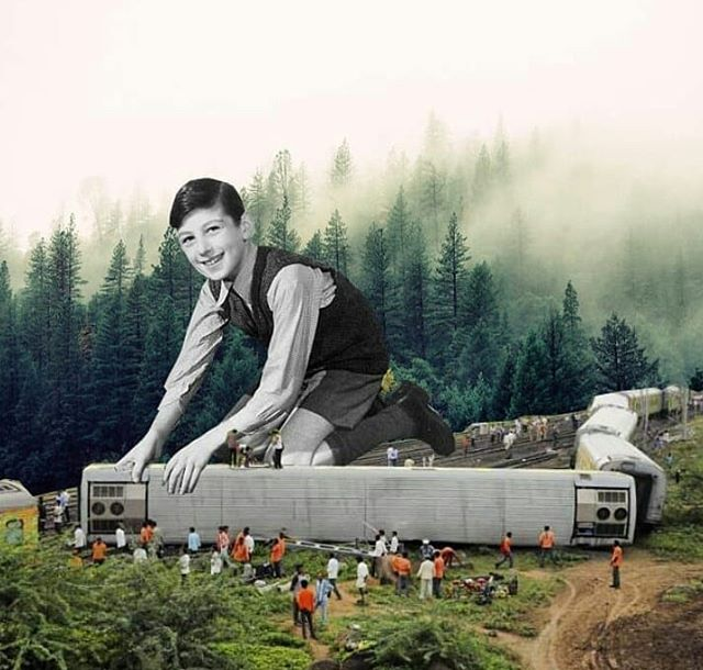 [locomotion] . . #fleamarketdreams #collageart #railway #trains #newtoy #smnt #collagecollectiveco #surreal42 #surrealismo #forrestgump