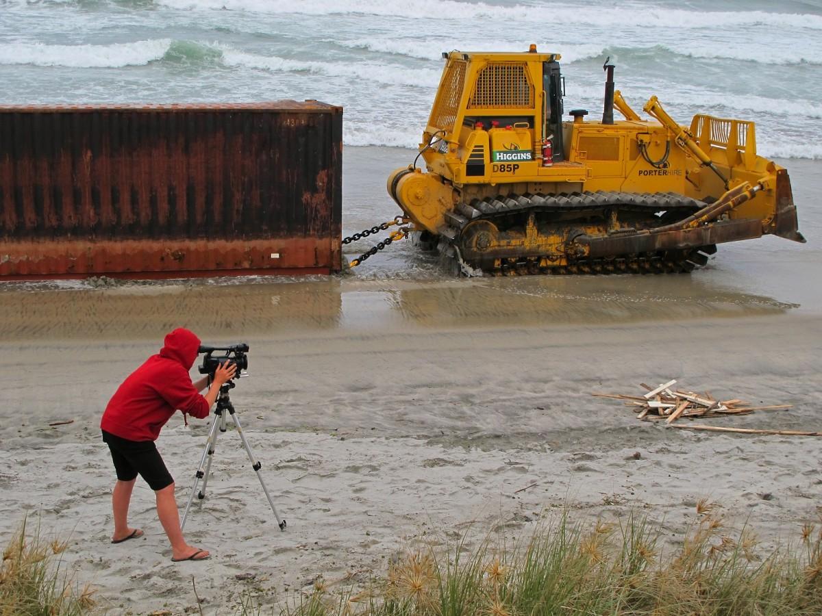 Alex Monteith, Rena Disaster,  Waihi Beach 11 Jan 2012 Photo by Sarah Munro