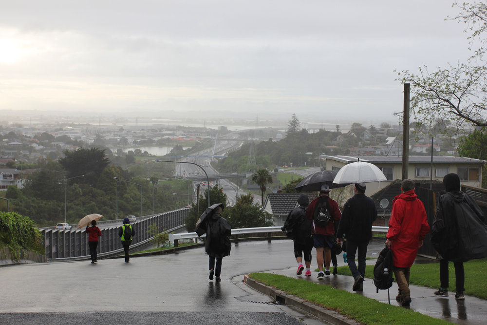 Darcell Apelu,  Generation Exchange (Auckland),  2016 a walking tour from New Windsor Road to Mangere Lawn Cemetery, 6:00-9:00 am, 1 October 2016 photo by Amy Weng