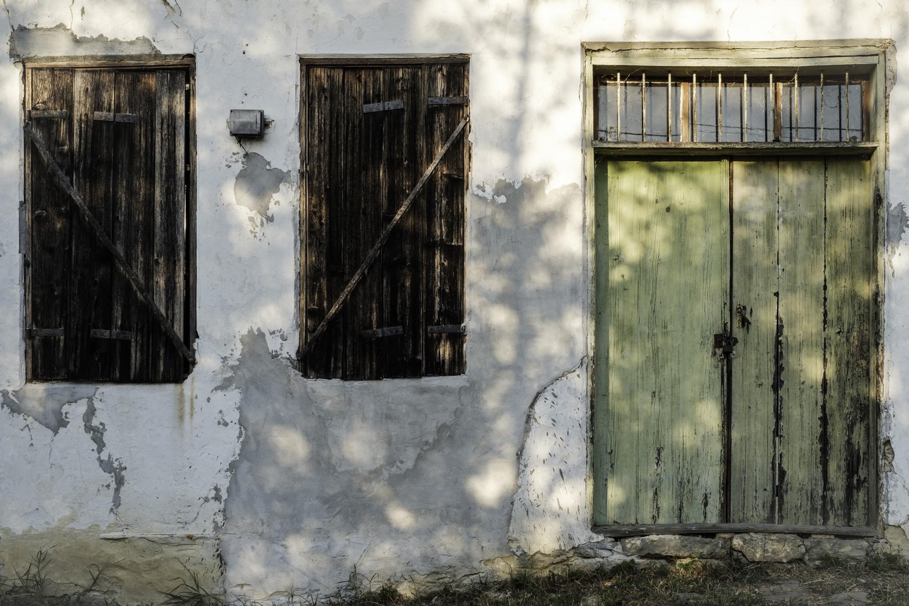 Door, Windows, Wall, Mindya