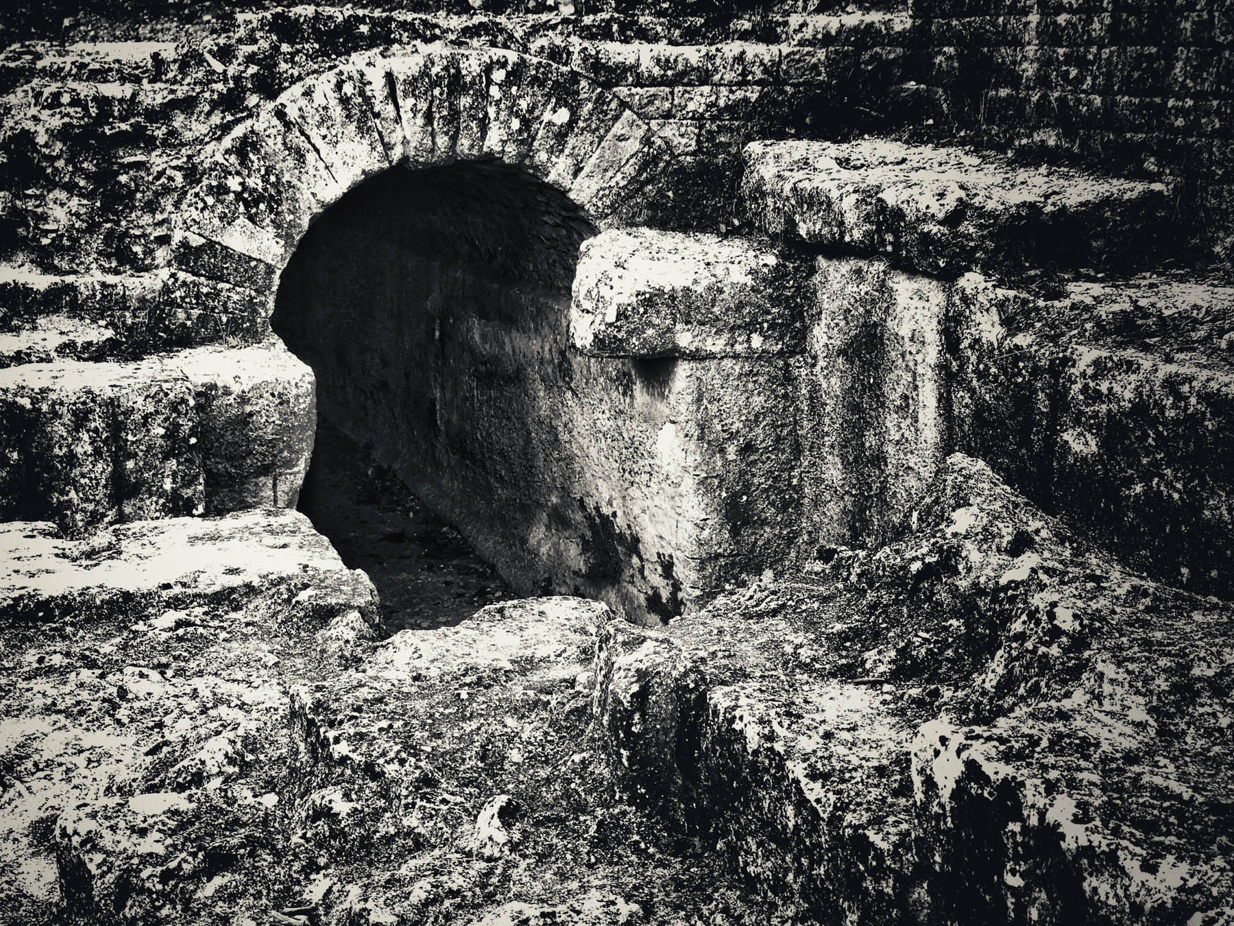 The regulation basin, located near the source, used sluice gates to control the flow of water into the aqueduct and return excess to the Alzon River. From here, over the next 3 kilometres, there are extensive visible vestiges of the channel as it winds south before tracking east towards the Gardon and the Pont du Gard.
