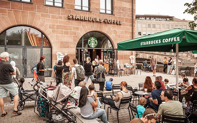We are really passionate our city Nürnberg and about partnering with it to give a platform for the arts. So when companies like @starbucksde invite us to host White Rabbit events for local artists like @lizandthelions @guy.palumbo and @stephenvoltz we are THRILLED! . We can't wait to do more events together with you Nürnberg! . #nürnberg #thewhiterabbitarts #nurembergkunst #bardentreffen #lizandthelions #followthewhiterabbit #thewhiterabbitevents