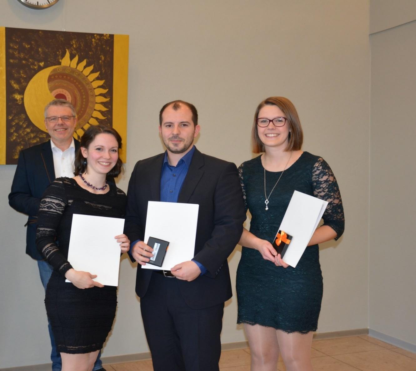 Von links nach rechts: Christina Gaspers, Dennis Kalim Khalil, Laura Brüggemann