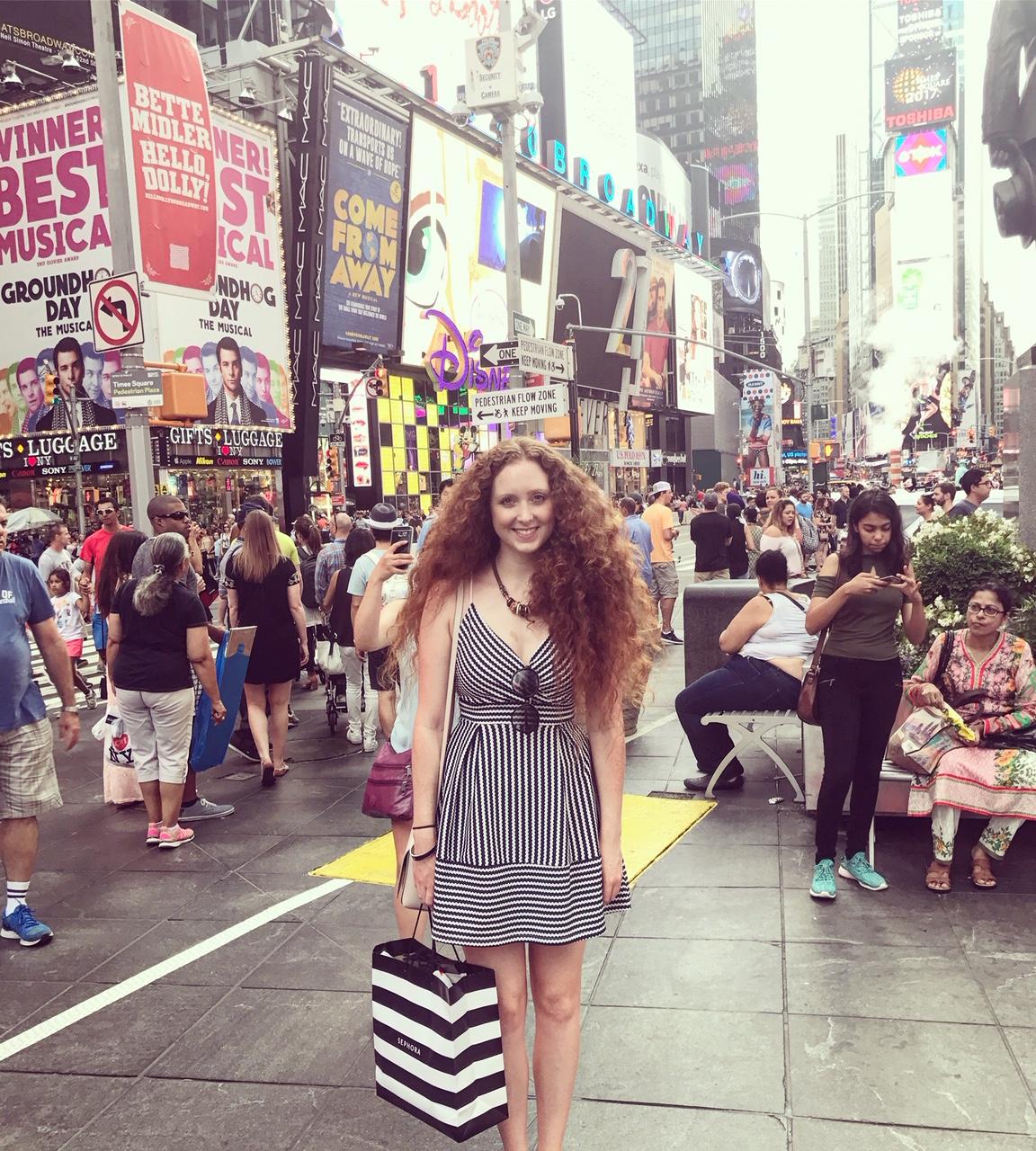 New York times square Lorna Ryan Blogger Model